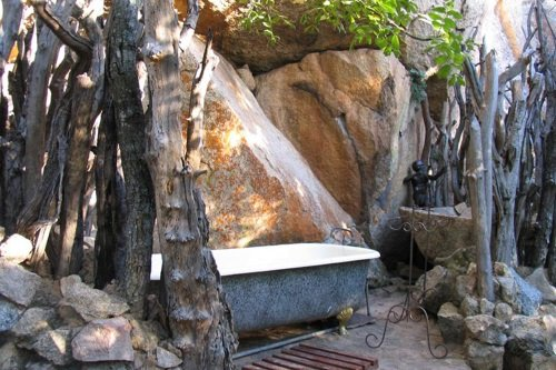 camp amalinda kamer 004 ligbad buiten.jpg