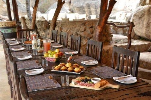 camp amalinda eettafel.jpg