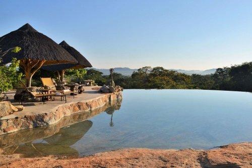 camp amalinda zwembad met uitzicht.jpg