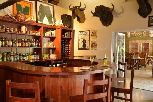 bayete guest lodge bar.jpg