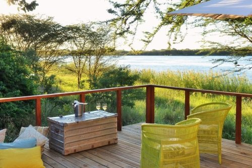 chobe bakwena lodge terras van honeymoonsuite.jpg