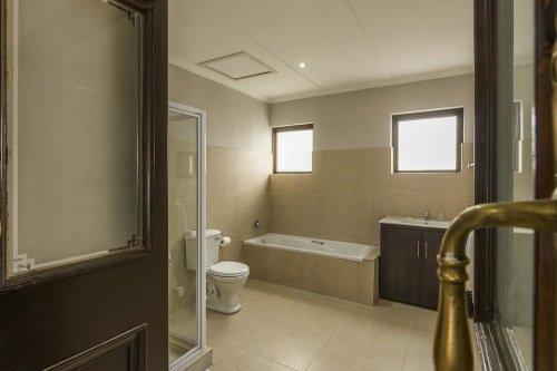 clanwilliam hotel badkamer.jpg