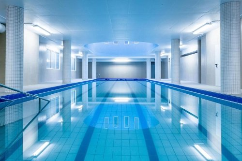 bon hotel zwembad.jpg