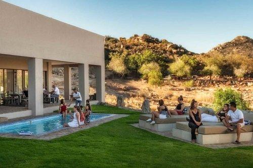 springbok inn tuin met zwembad.jpg