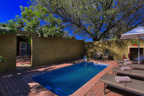 klein windhoek guesthouse zwembad.png
