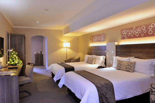 birchwood executive hotel kamer met 2 bedden.png
