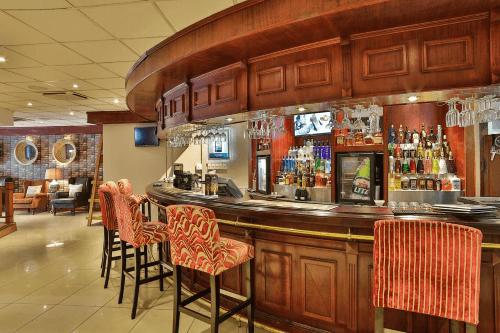 birchwood executive hotel bar.png
