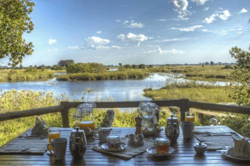 shinde camp uitzicht van eettafel.png