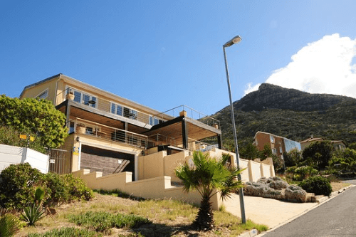 hout bay breeze guest house voorkant.png