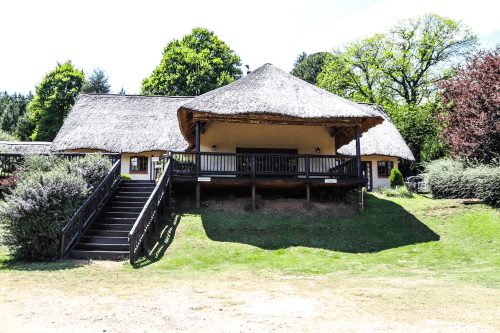 oak tree lodge at the old hatchery buitenkant.png