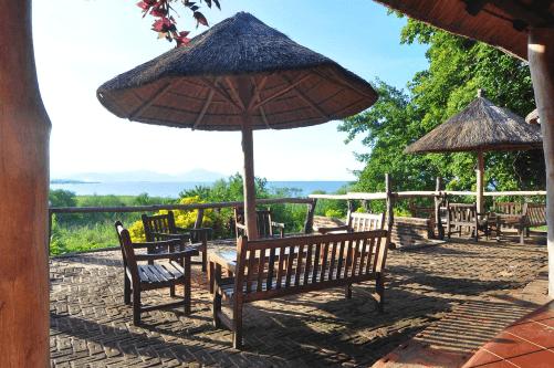 ngala beach lodge uitzicht vanaf terras.png