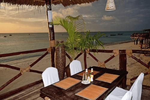 zanzibar ocean view hotel buiten eten.png
