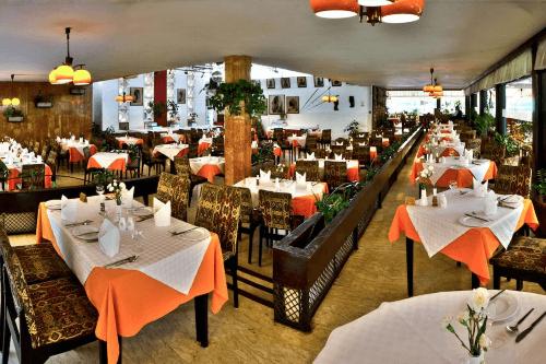 sentrim boulevard hotel restaurant.png