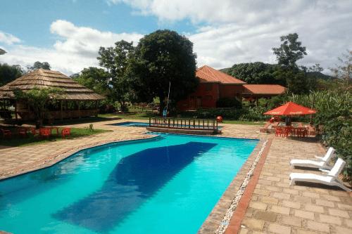 kabalega resort zwembad.png