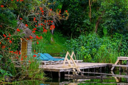 lake bunyonyi overland resort ligbedden.png