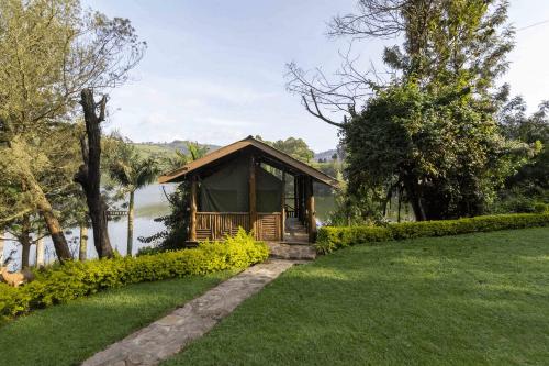 lake bunyonyi overland resort huisje aan het meer.png