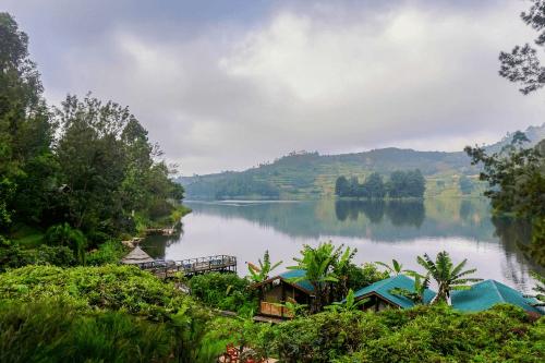 lake bunyonyi overland resort uitzicht over het meer.png