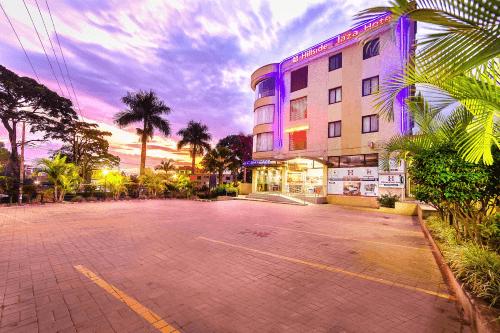 hillside plaza hotel parkeerplaats.png