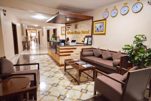 hillside plaza hotel lounge.png