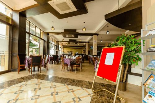 hillside plaza hotel restaurant.png