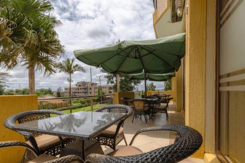 hillside plaza hotel buitenterras.png