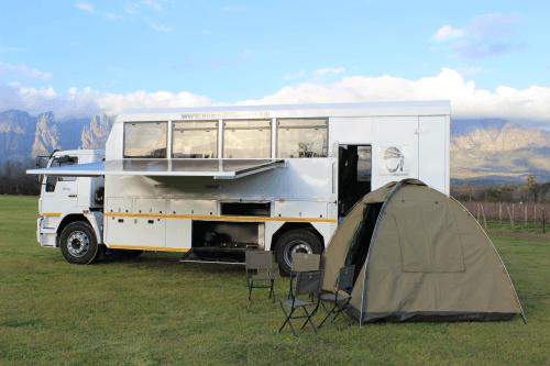 nomad truck met tent.png
