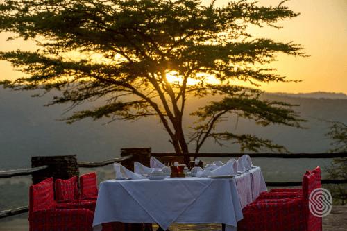 serengeti serena safari lodge buiten dineren.png