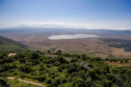 ngorongoro serena safari lodge vanuit de lucht.png