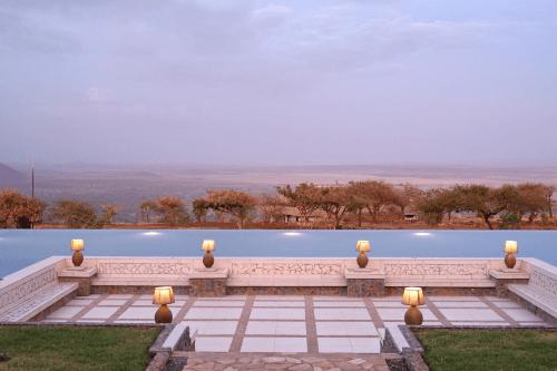 lake manyara kilimamoja lodge zwembad met uitzicht.png