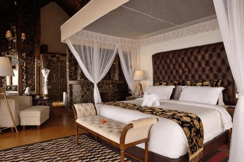 lake manyara kilimamoja lodge kamer groot bed.png