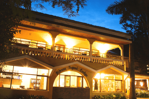 ilboru safari lodge buitenkant.png