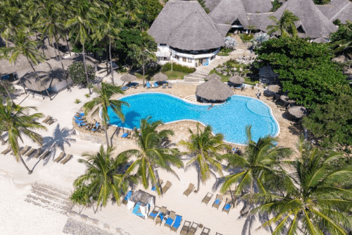 karafuu beach resort en spa vanuit de lucht.png