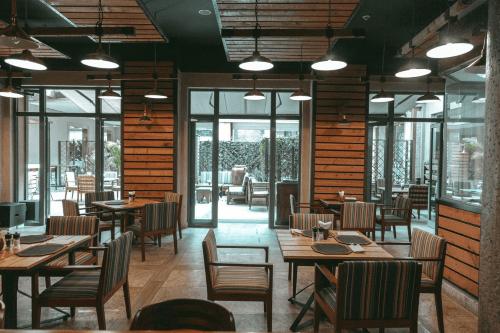 nairobi serena hotel restaurant.png