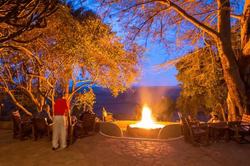 mara serena safari lodge avond.png