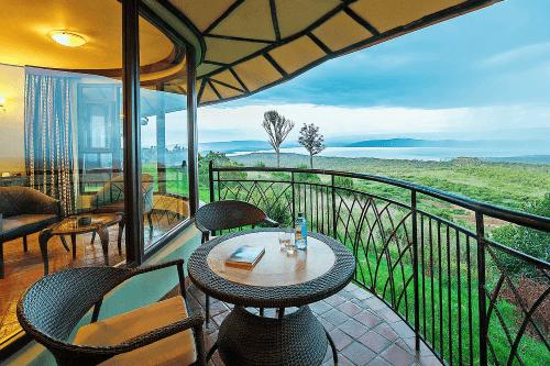 lake nakuru sopa lodge balkon.png
