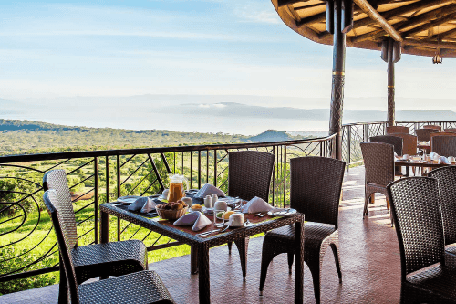 lake nakuru sopa lodge buitenterras.png