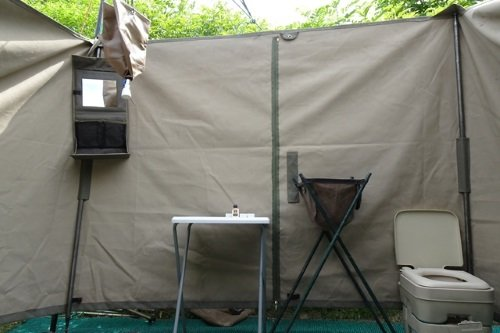 south gate moremi camp sanitaire voorziening tent met douche.jpg