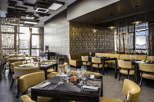 avani windhoek hotel restaurant 2.png