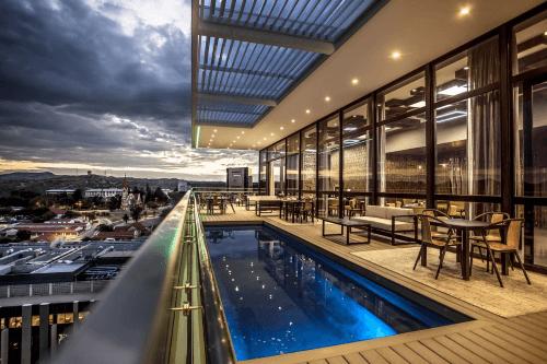 avani windhoek hotel zwembad.png