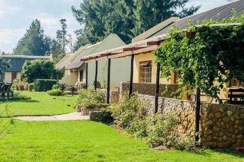 rosedale organic farm huisjes buitenkant.png