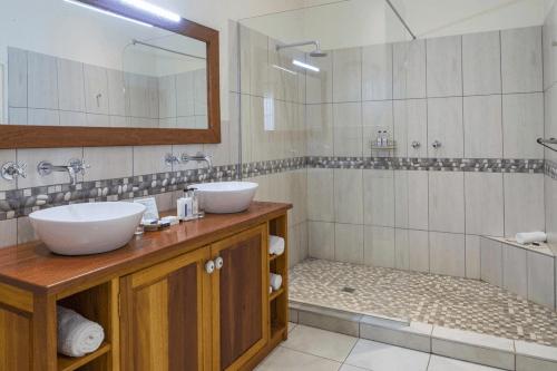 batonka guest lodge badkamer.png
