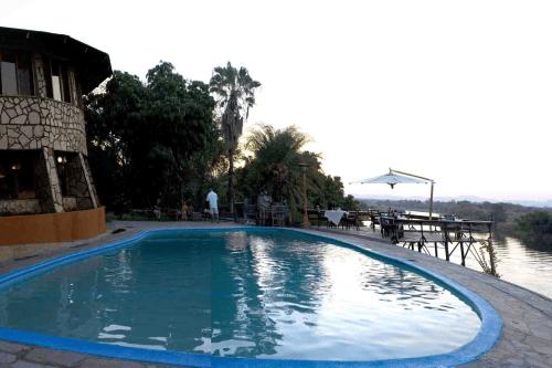 gwabi river lodge zwembad.png