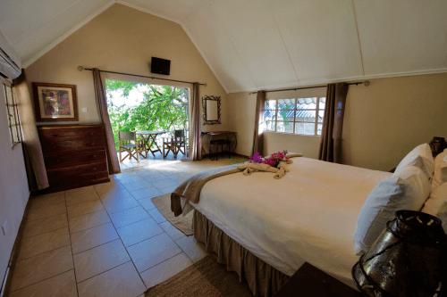 gwabi river lodge kamer binnen.png