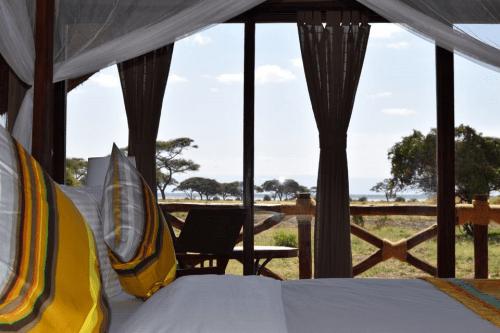 tarangire simba lodge tent van binnen.png