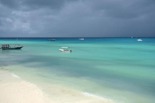 amaan beach bungalows uitzicht.png