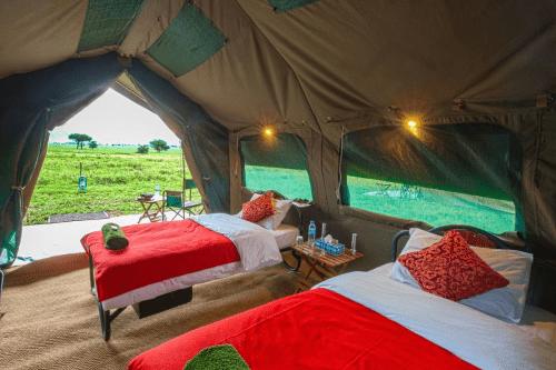 kananga special tented camp tent van binnen.png
