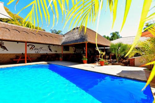 banff lodge hotel zwembad.png