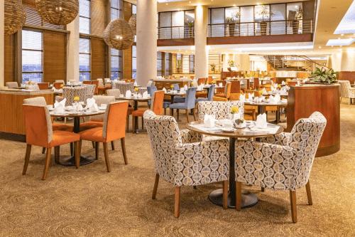 city lodge hotel at or tambo international airport restaurant.png