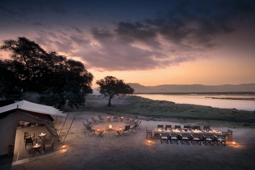 zambezi expeditions diner en buma aan rivier.png