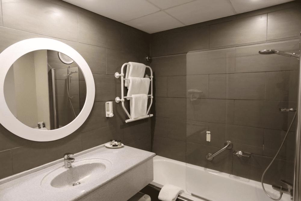 luderitz nest hotel badkamer.png